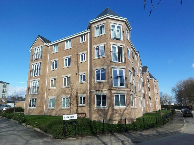 2 Bedrooms Apartment Flat for sale in ASH COURT, LEEDS, LS14 6GL