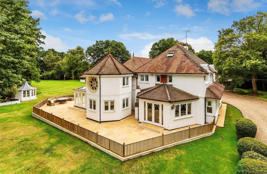 5 Bedrooms Detached House for sale in Pirbright, Woking