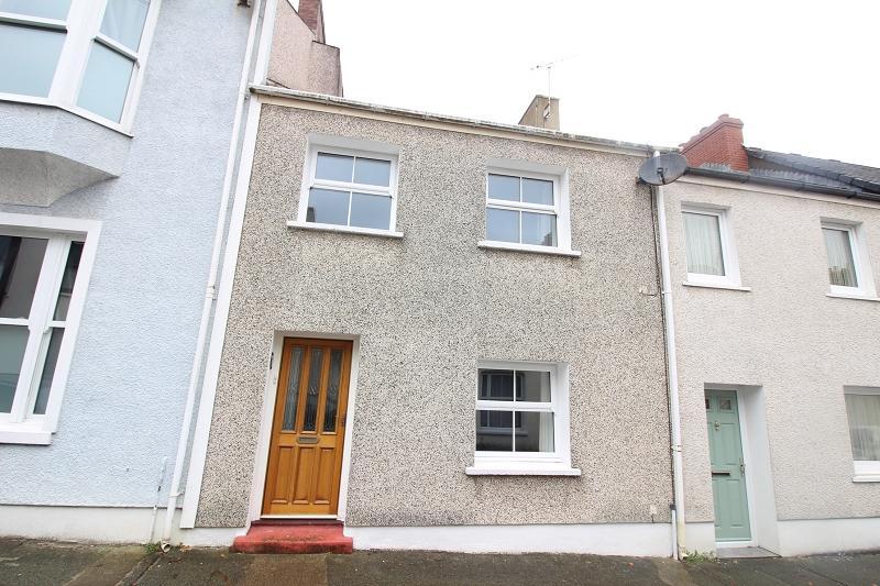 3 Bedrooms Terraced House for sale in Park Street, Pembroke Dock, Pembrokeshire. SA72 6JG