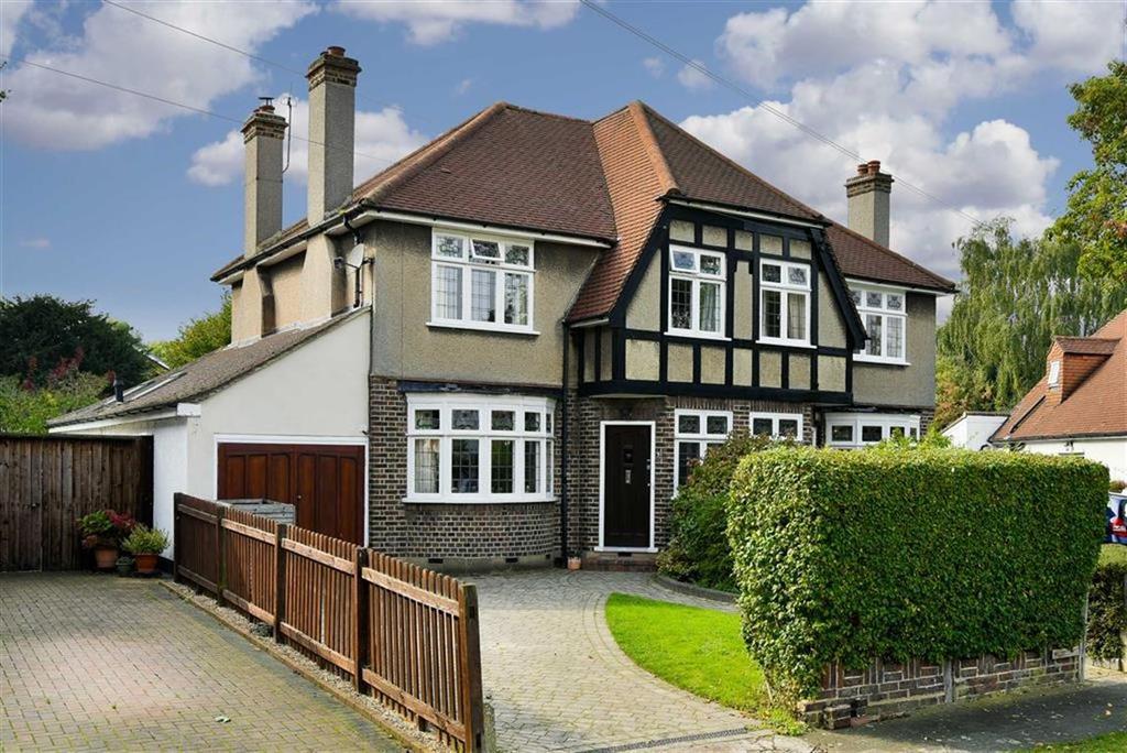 3 Bedrooms Semi Detached House for sale in Manor Way, Worcester Park, Surrey