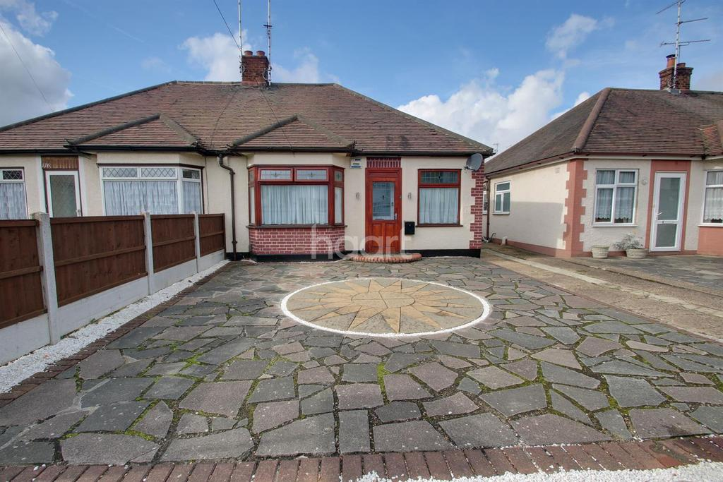 2 Bedrooms Bungalow for sale in Thornford Gardens