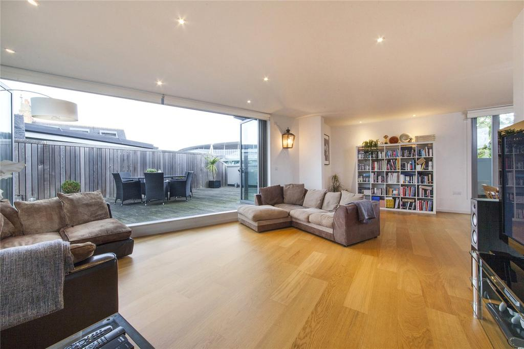 3 Bedrooms Flat for sale in Hornsey Road, Holloway, London