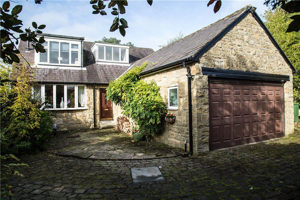 4 Bedrooms Detached House for sale in Stoney Croft, Carlton Drive, Guiseley, Leeds, West Yorkshire