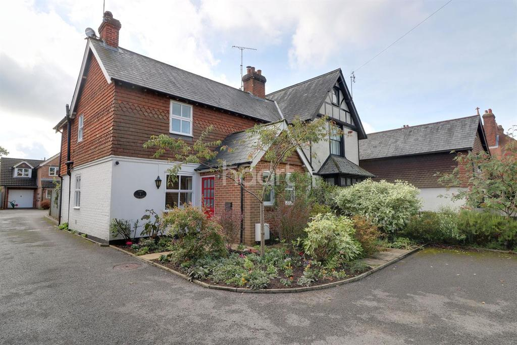 2 Bedrooms Cottage House for sale in Grayshott Centre