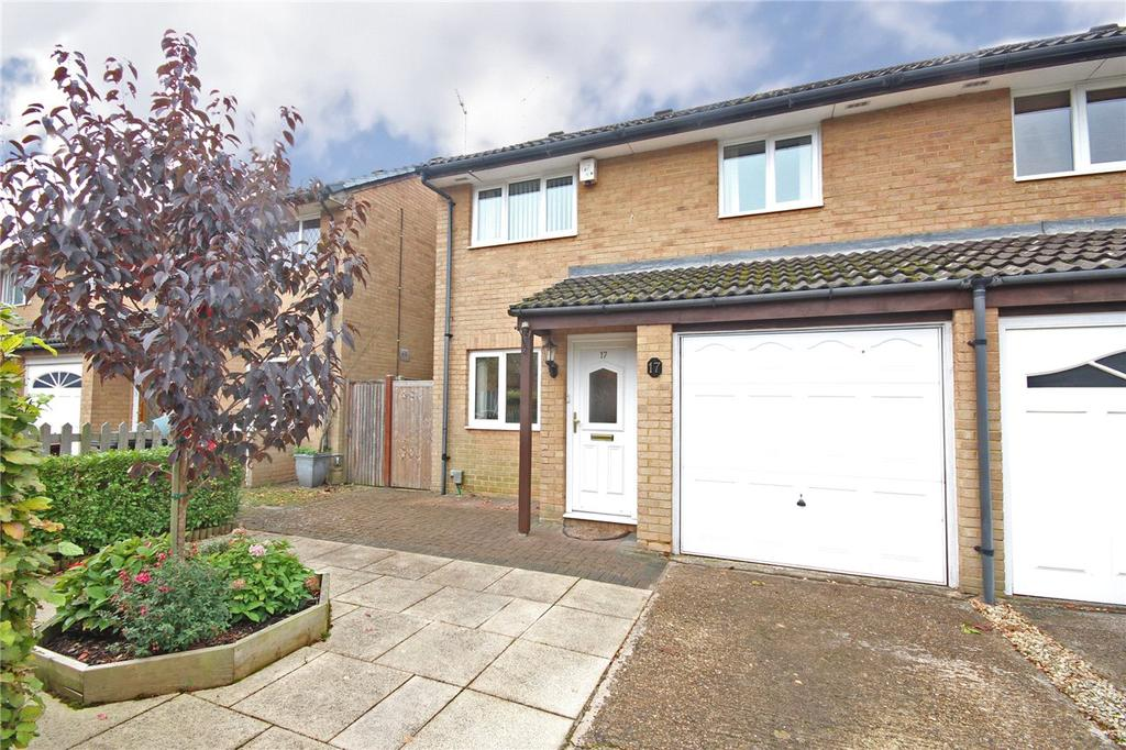 3 Bedrooms Semi Detached House for sale in Forresters Drive, Welwyn Garden City, Hertfordshire