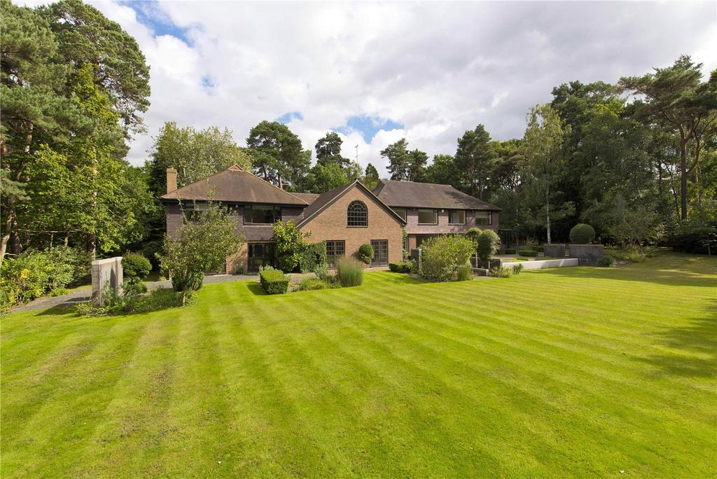 6 Bedrooms Detached House for sale in West Road, St George's Hill, Weybridge, Surrey, KT13
