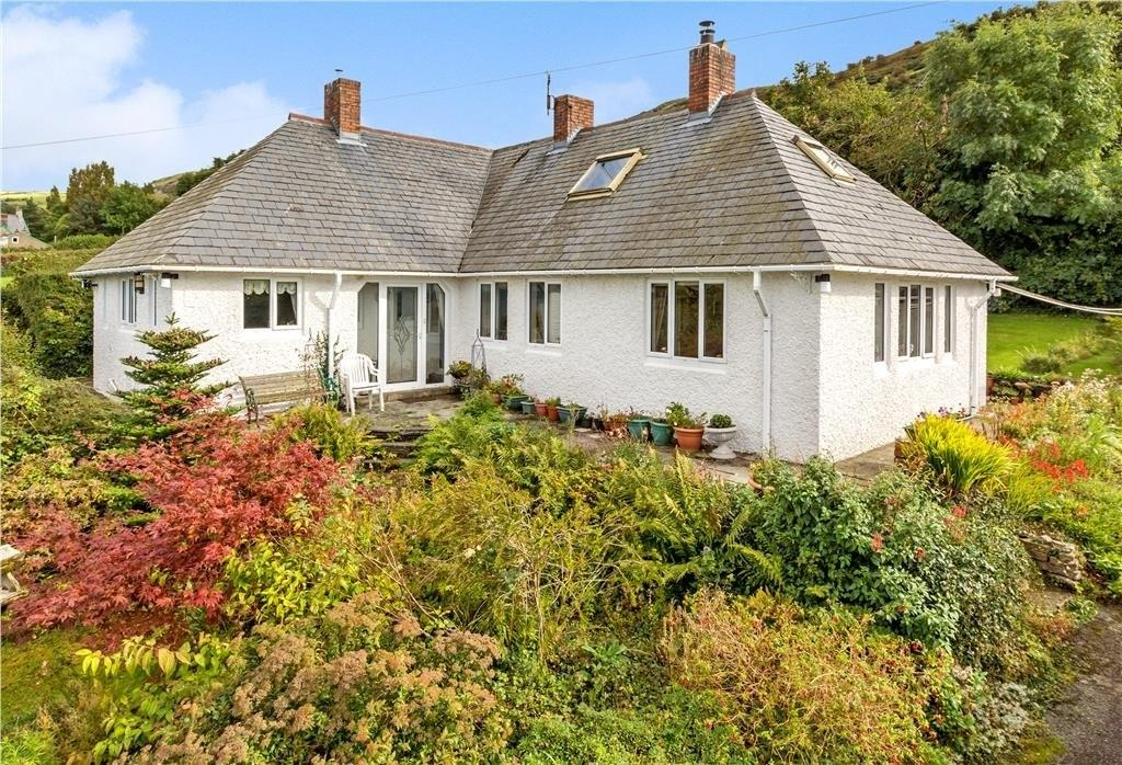 3 Bedrooms Detached House for sale in Llanfairfechan, Conwy, North Wales