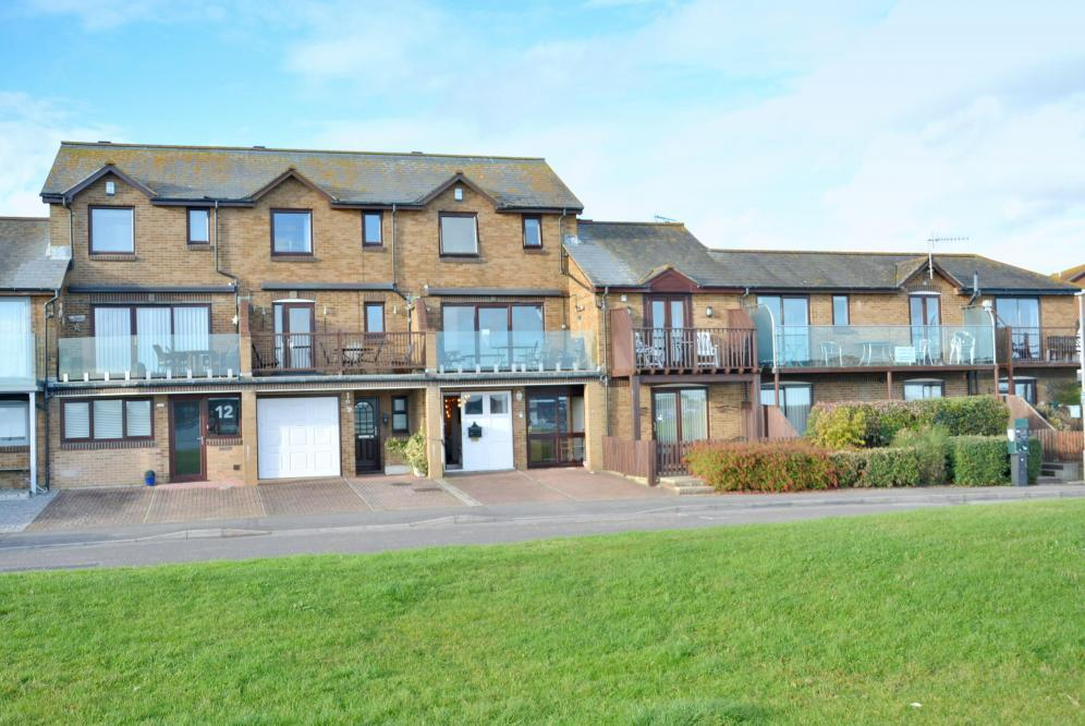 3 Bedrooms Terraced House for sale in Baiter Park, Poole, BH15