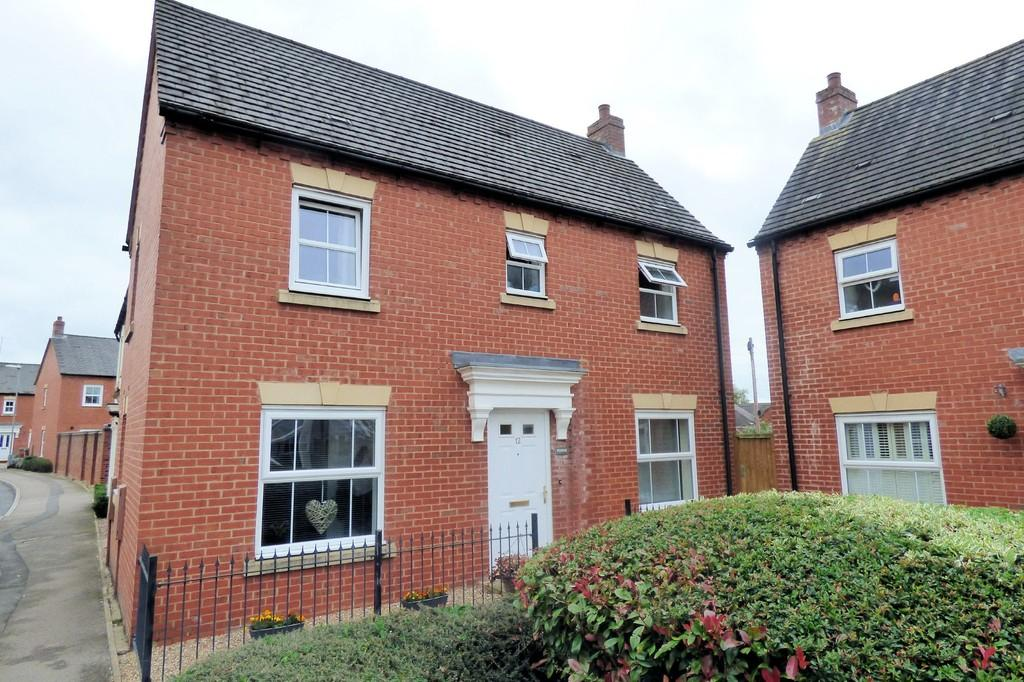 3 Bedrooms Semi Detached House for sale in Drovers Close, Uttoxeter