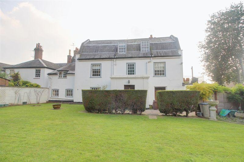 2 Bedrooms Apartment Flat for sale in Lexington Court, Purley