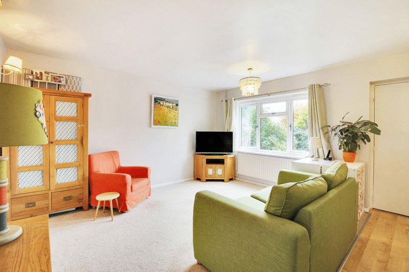 3 Bedrooms Terraced House for sale in Honeysuckle Walk, Horsham