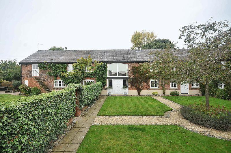 4 Bedrooms Barn Conversion Character Property for sale in Frog Lane, Pickmere, Nr Knutsford