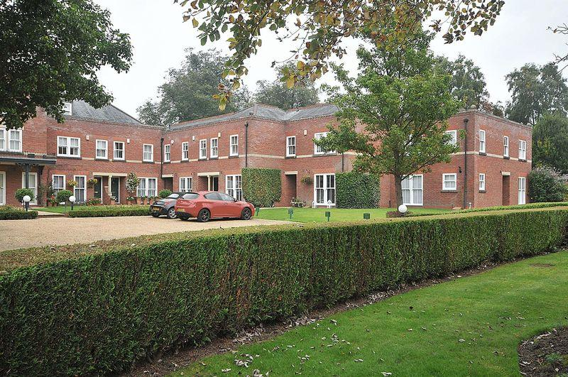 3 Bedrooms Mews House for sale in The Courtyard, Bostock Hall