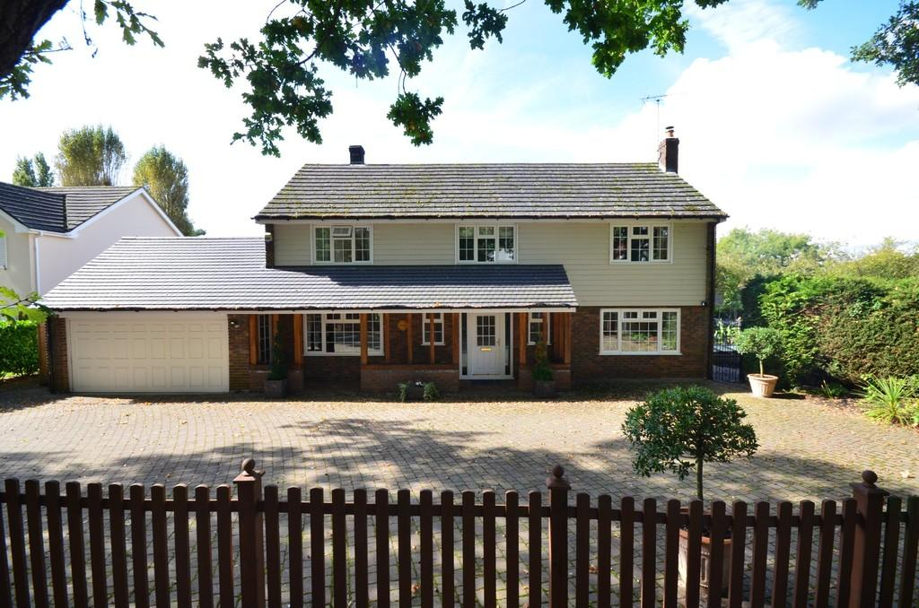 5 Bedrooms Detached House for sale in Kelvedon Road, Little Braxted, CM8 3LE