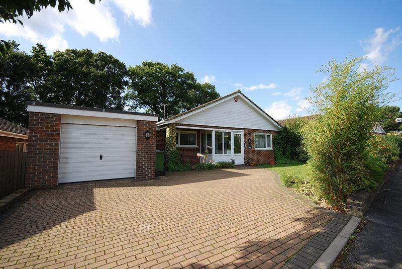 2 Bedrooms Detached Bungalow for sale in Hythe/Saltwood