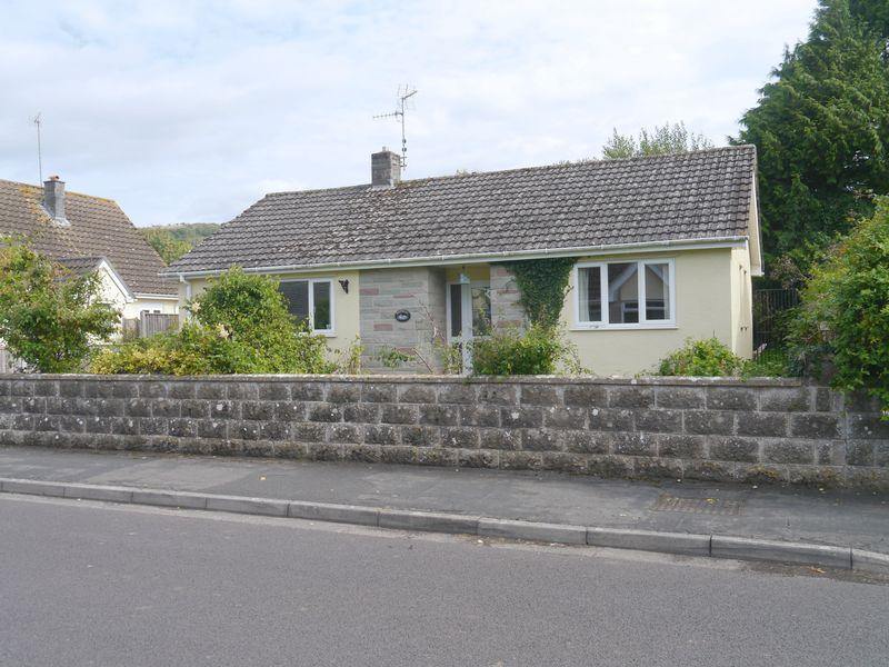 2 Bedrooms Detached Bungalow for sale in Millbourne Road, Cheddar