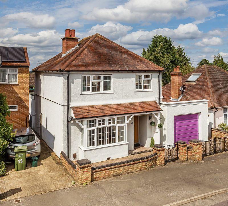 3 Bedrooms Detached House for sale in Surrey, GU2