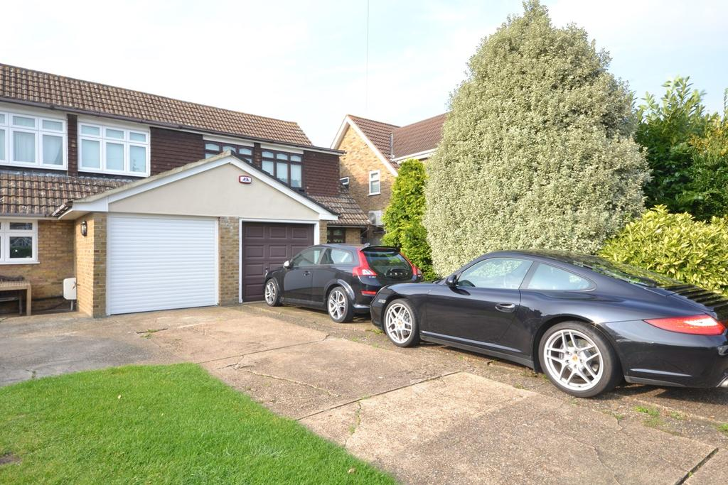 3 Bedrooms Chalet House for sale in Southend Road, Stanford-le-Hope, SS17