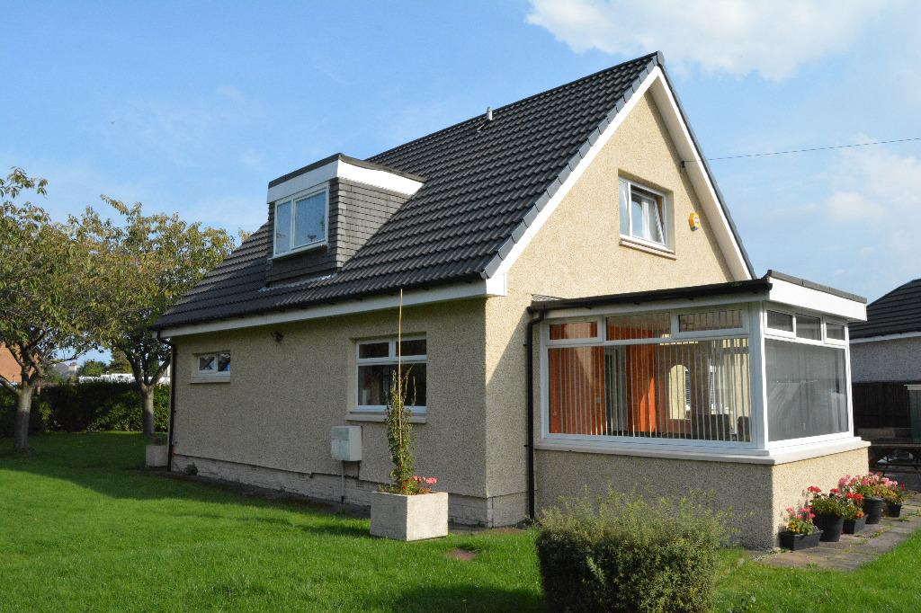 3 Bedrooms Bungalow for sale in 37 Carronflats Road, Grangemouth, Falkirk, FK3 9DG