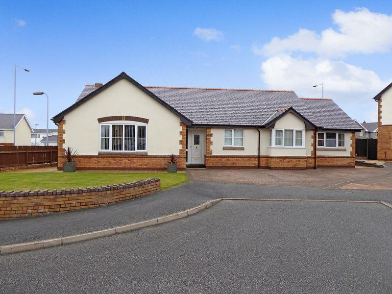 4 Bedrooms Detached House for sale in Rhosbodrual