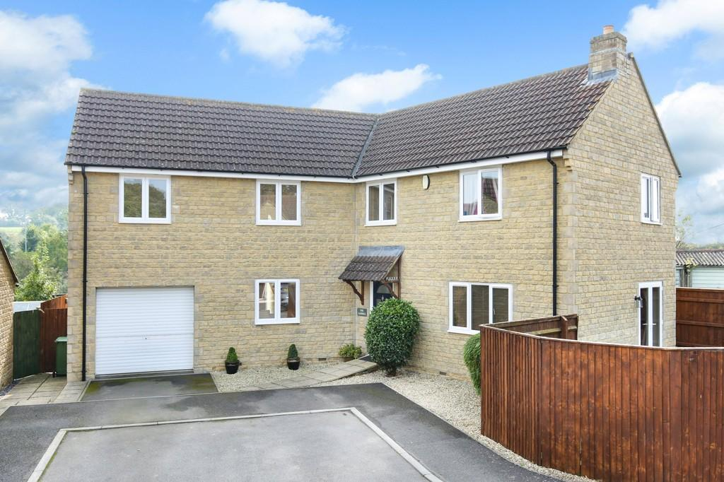 4 Bedrooms Detached House for sale in Oldford