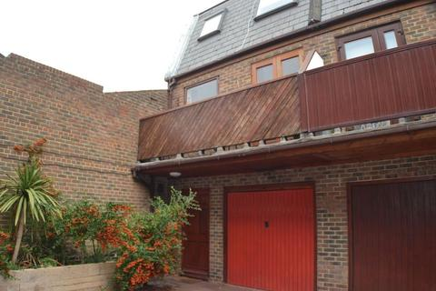 2 bedroom end of terrace house to rent - Wynne Mews , Hove