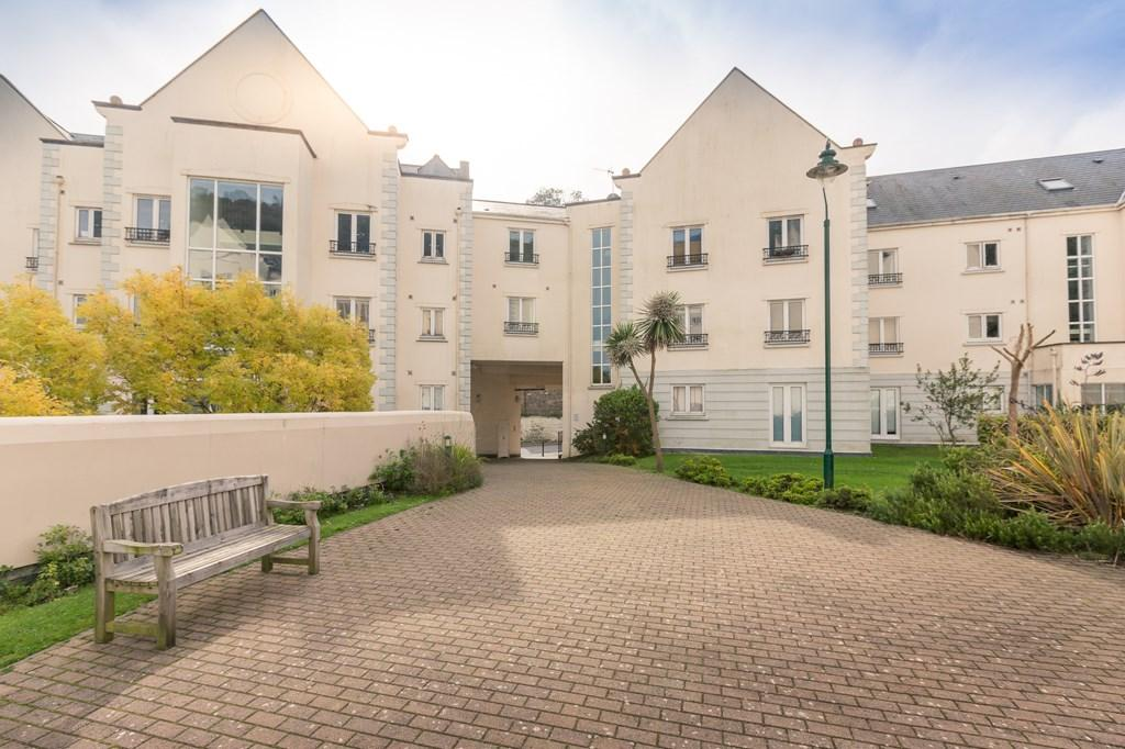 2 Bedrooms Apartment Flat for sale in La Charroterie, St. Peter Port, Guernsey