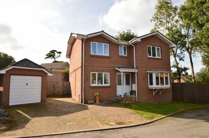 4 Bedrooms Detached House for sale in East Cowes, PO32 6AG
