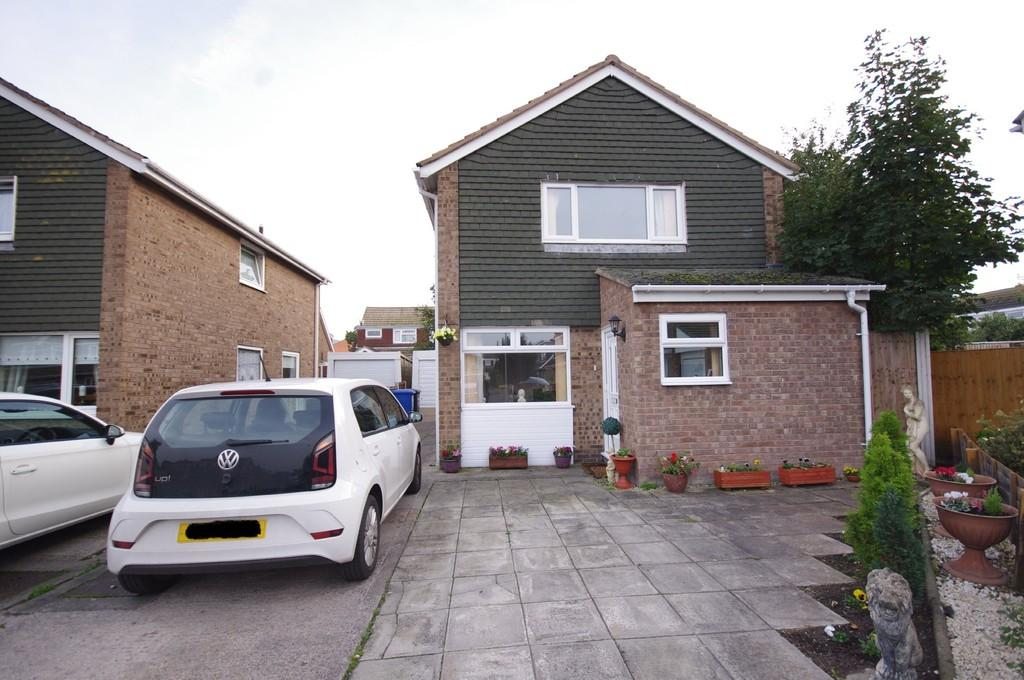 3 Bedrooms Detached House for sale in Derwent Close, Prestatyn