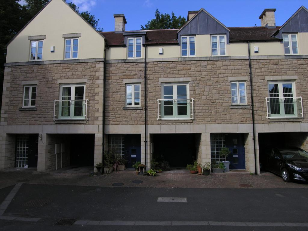 3 Bedrooms Terraced House for sale in Wright Square, Rothbury