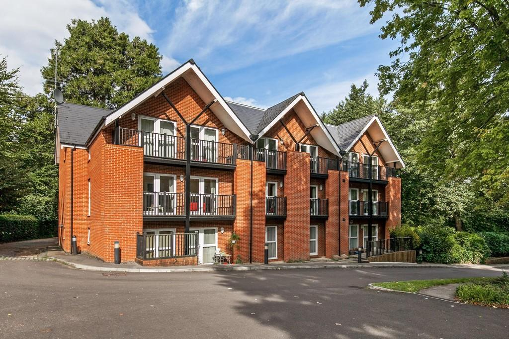 1 Bedroom Ground Flat for sale in St. Cross Road, St. Cross, Winchester, SO23
