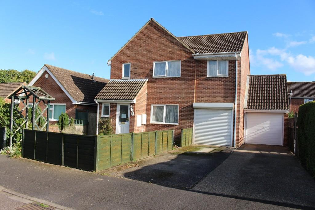 4 Bedrooms Detached House for sale in Dane Close, Blackfield, Southampton