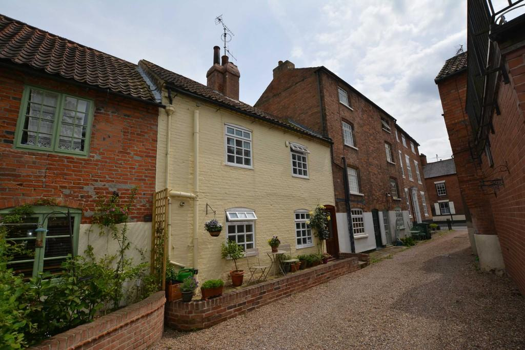 2 Bedrooms Terraced House for sale in Church Street, Southwell