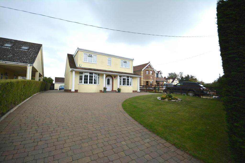 3 Bedrooms Chalet House for sale in Shalford Road, Panfield, Braintree, Essex, CM7
