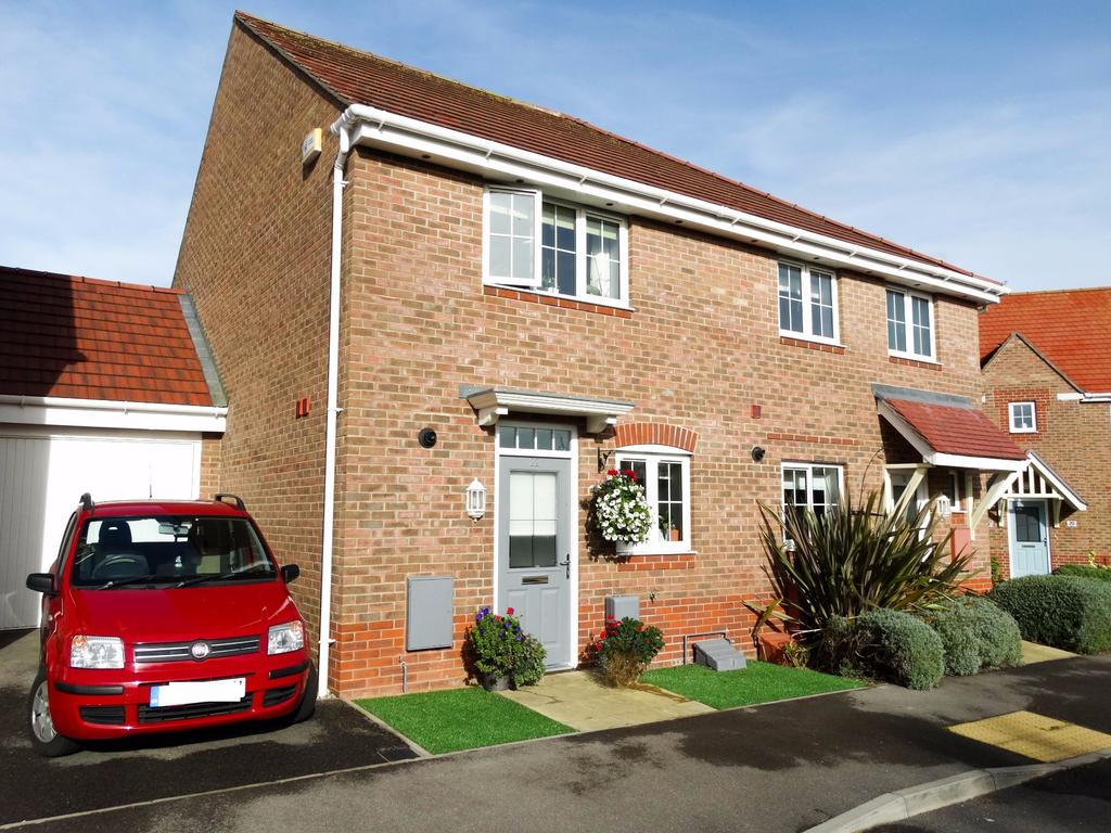 2 Bedrooms Semi Detached House for sale in Felpham, Bognor Regis
