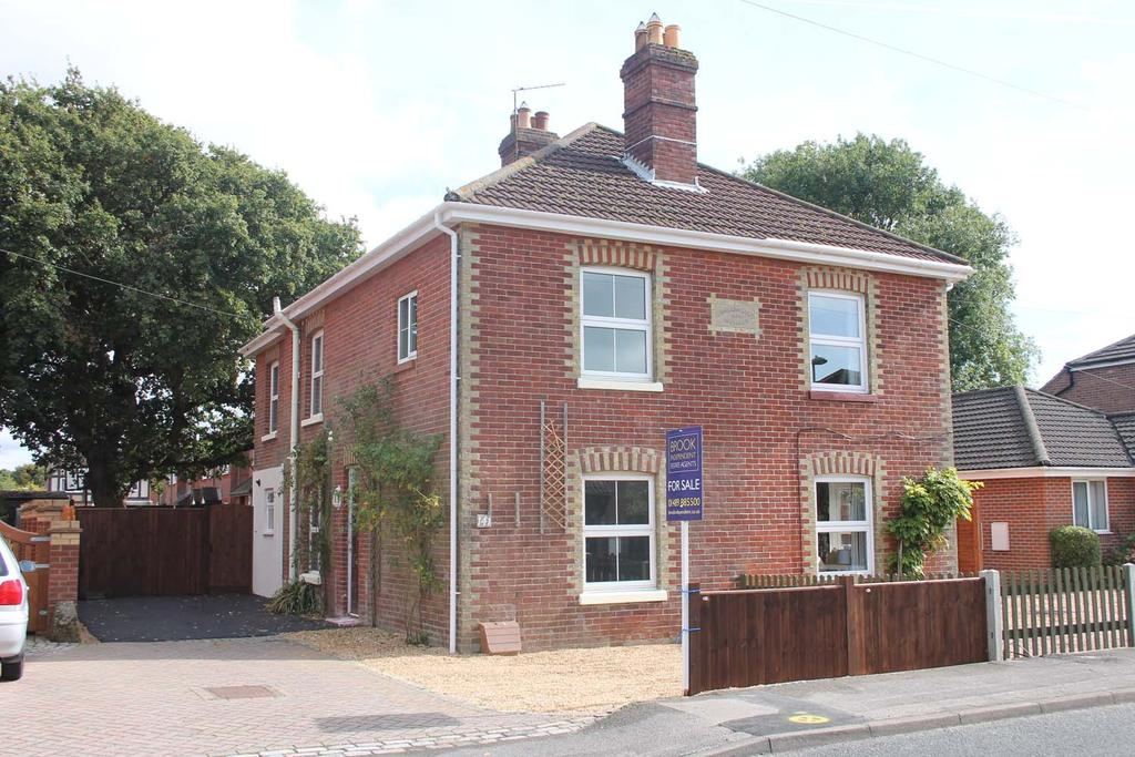 3 Bedrooms Semi Detached House for sale in Hunts Pond Road, Titchfield Common SO31
