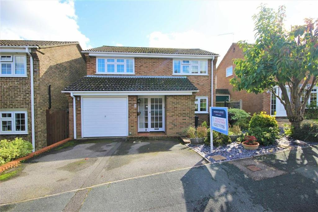 4 Bedrooms Detached House for sale in Parish Close, Farnham