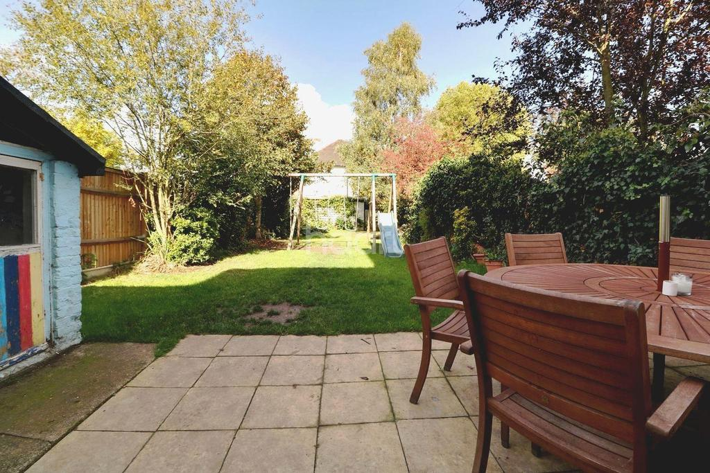 4 Bedrooms Semi Detached House for sale in Rochester Avenue, Bromley