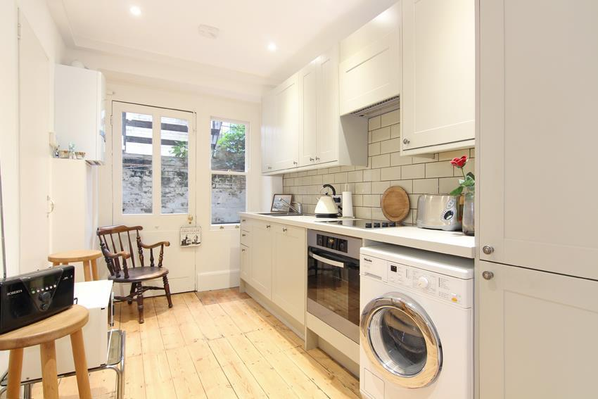 3 Bedrooms Flat for sale in Carlton Drive, Putney