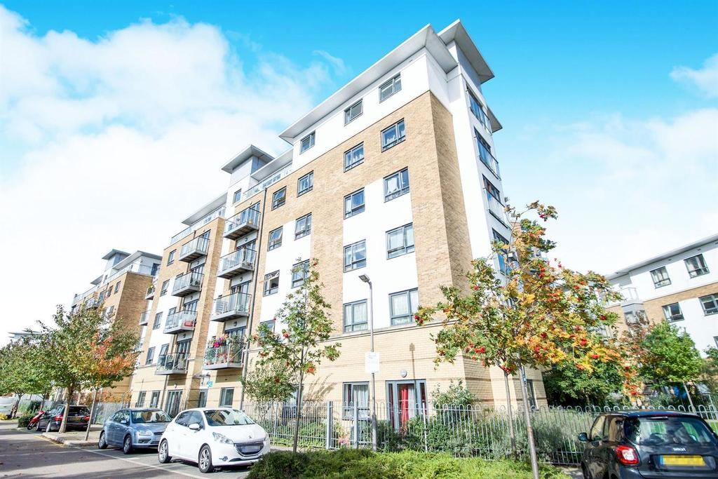 2 Bedrooms Flat for sale in Ainsworth Court, Plough Close, NW10