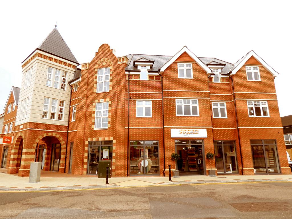 2 Bedrooms Flat for rent in Tilsmore Court, High Street, Heathfield TN21