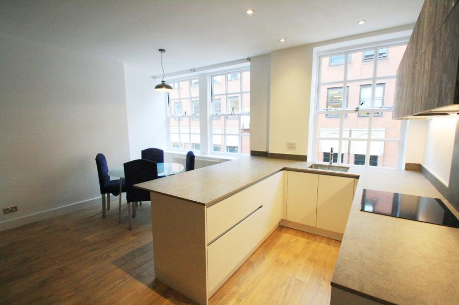 2 Bedrooms Apartment Flat for sale in DRAPERS HOUSE, 10 YORK PLACE, LEEDS, LS1 2DS