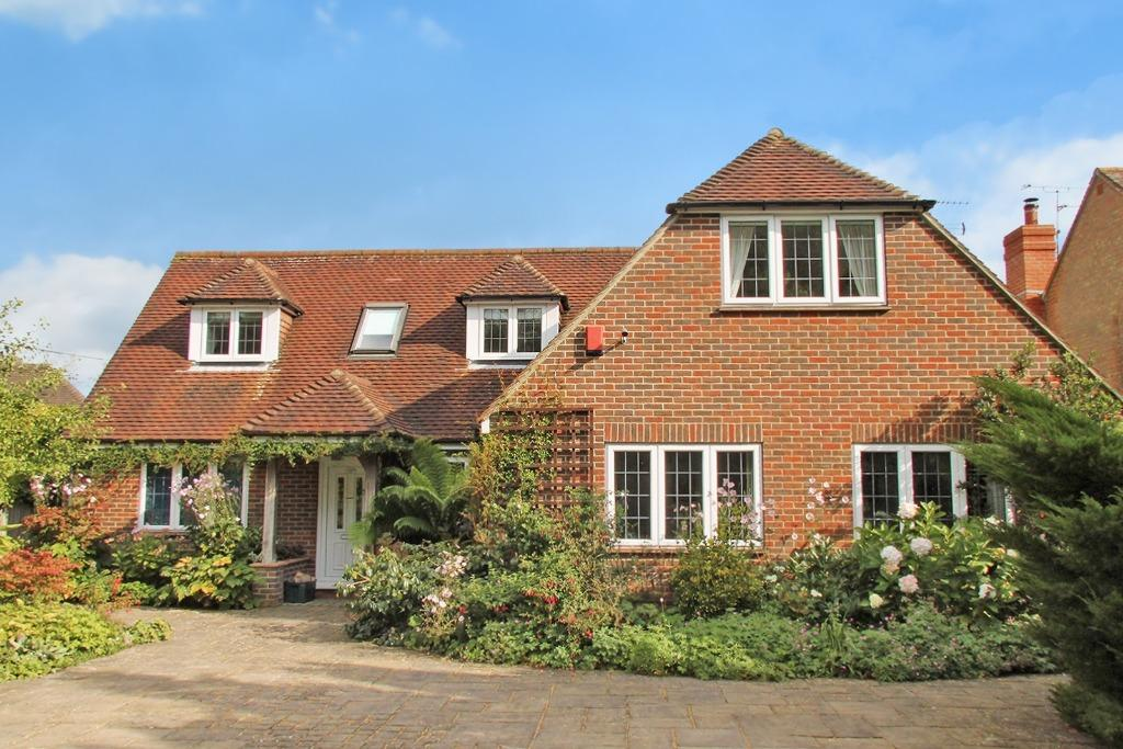 4 Bedrooms Detached House for sale in Wickham , Hampshire