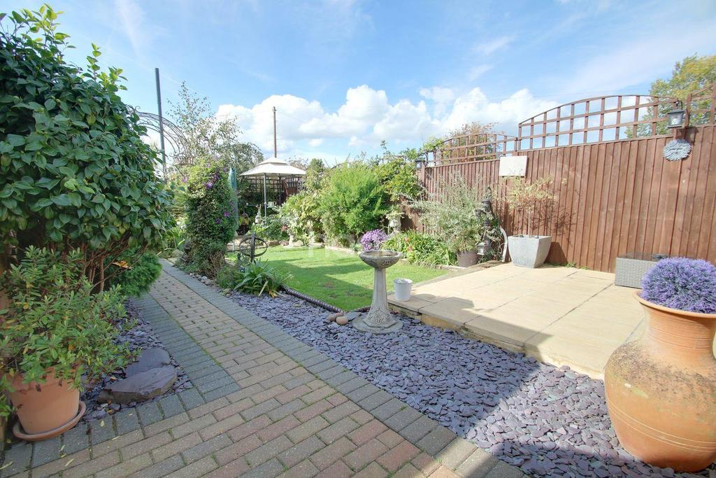 2 Bedrooms Bungalow for sale in The Broadway, Minster On Sea, Kent