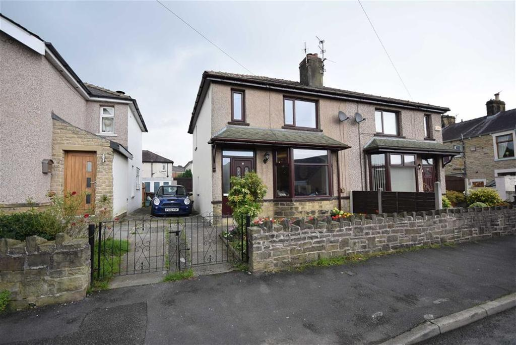 3 Bedrooms Semi Detached House for sale in Lee Street, Barrowford, Lancashire