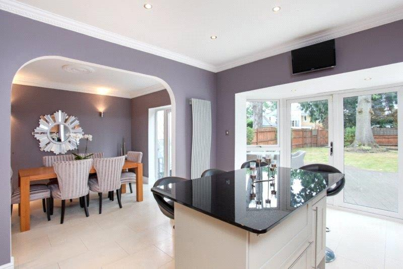 5 Bedrooms Detached House for sale in St. David's Drive, Englefield Green, Egham, Surrey, TW20