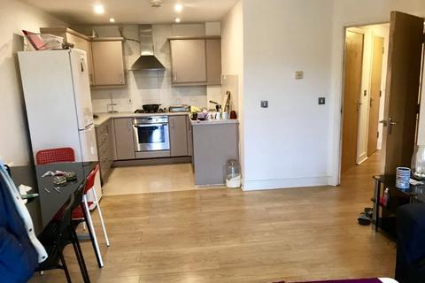 2 bedroom flat to rent - London SE28