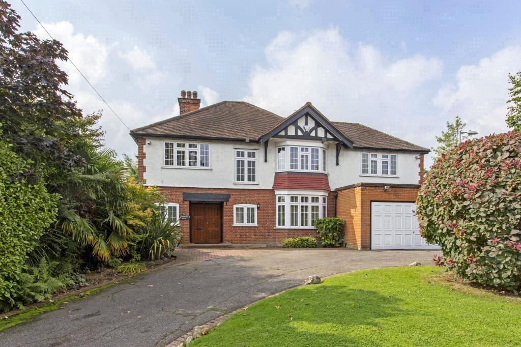 5 Bedrooms Detached House for sale in Alderton Hill, Loughton, Essex, IG10