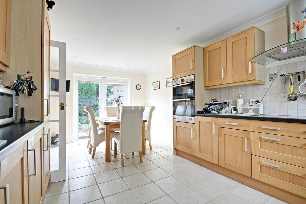 4 Bedrooms Detached House for sale in Carlisle Close, Colchester.