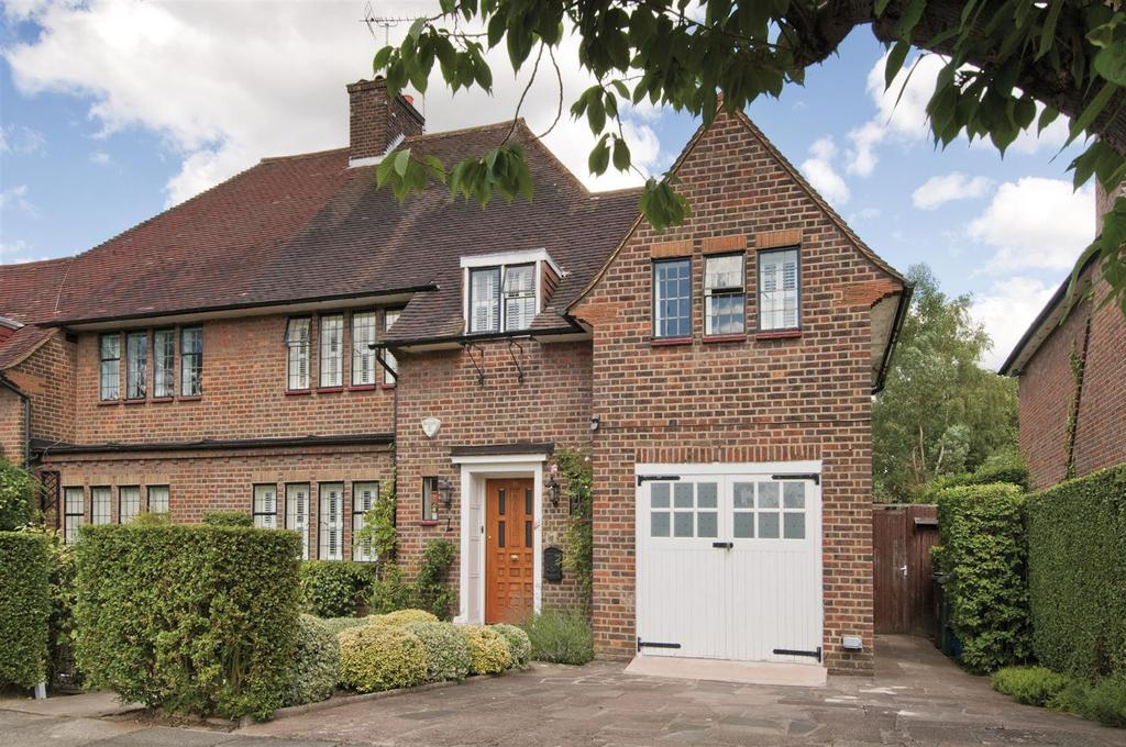 4 Bedrooms Cottage House for sale in Litchfield Way, NW11